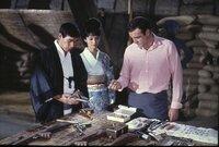 L-R: Tiger Tanaka (Tetsurô Tanba), Aki (Akiko Wakabayashi), James Bond (Sean Connery)