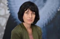 Inspector Lucienne Hassel (Maimie McCoy) behauptet sich an der Seite von Van der Valk.