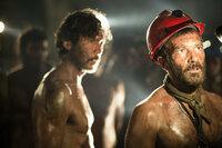 69 Tage Hoffnung Antonio Banderas (mit rotem Helm) als Mario Sepúlveda SRF/Warner Bros. Intl. Television