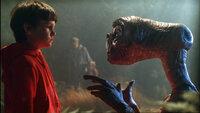 Elliot (Henry Thomas) und E.T. verbindet eine außergewöhnliche Freundschaft.Elliot (Henry Thomas) und E.T. verbindet eine auüergewöhnliche Freundschaft.