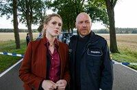 Ein Raubüberfall ist gescheitert: Ellen Norgaard (Rikke Lylloff) und Holm Brendel (Rainer Sellien) nehmen die Ermittlungen auf.