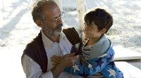 Hüseyin (Vedat Erincin, li.) mit seinem Enkel Cenk (Rafael Koussouris)