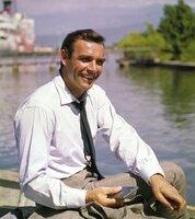 James Bond (Sean Connery) hat gut Lachen. Hat er eine Lösung für das Problem gefunden?