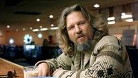 """Jeff Lebowski """"The Dude"""" (Jeff Bridges) hat die Faulheit zwar nicht erfunden, dafür aber perfektioniert. Doch dann reißt ihn eine Namensverwechslung aus der schönsten Lethargie."""