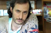 Michael Ostrowski (Chris).
