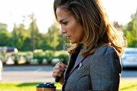 Irgendetwas stimmt nicht mit dem Milliardär - das scheint langsam auch Claire (Jennifer Lopez) zu realisieren ...