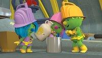 Daisy, Molly und Flex brauchen nur noch etwas Honig, um die Pfirsiche haltbar zu machen.