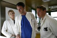 Die Zeit der Rache ist gekommen: (v.l.n.r.) Sarah (Annette Frier), Leo (André Röhner) und Reisser (Thomas Arnold) ...