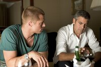 Danny Ocean (George Clooney, r.) und Rusty Ryan (Brad Pitt, l.) planen das ganz großes Ding ...