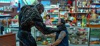 Tom Hardy (Eddie Brock / Venom), Sam Medina (Verbrecher).