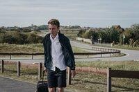 """""""Herm"""" (Adrian Grünewald) hat es nicht leicht. In der Schule wird er gemieden, zuhause hat er Probleme mit seinem Vater."""