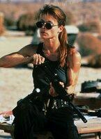 Sarah Connor (Linda Hamilton) ist aus der Nervenklinik geflogen. Jetzt kämpft sie an der Seite des Terminators gegen den T-1000, der aus dem Jahre 2029 kommt und ihren Sohn vernichten will.
