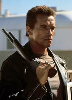Der Terminator (Arnold Schwarzenegger) kämpft gegen die Maschinen!