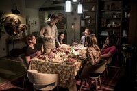 (im Uhrzeigersinn) Nora (Jessica Parker Kennedy); Barry (Grant Gustin); Iris (Candice Patton); Sherloque (Tom Cavanagh); Cisco (Carlos Valdes); Caitlin (Danielle Panabaker)