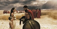 Giovani Cimmino (Pleistarchos), Lena Headey (Königin Gorgo), Gerard Butler (König Leonidas).