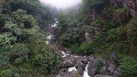 Petite cascade, versant sud de l'Himalaya