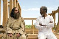 Evans (Steve Carell, l.) bereitet sich auf seinen ersten Tag als frischgebackener Kongressabgeordneter von New York vor. Das übliche Ritual beginnt mit einem Gebet und der Bitte an Gott (Morgan Freeman, r.), die Welt zu ändern. Er ahnt nicht, dass er erhört wird ...