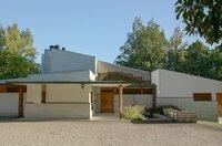 Die Maison Louis Carré in Bazoches-sur-Gyonnes, Frankreich, wurde von Alvar Aalto und seiner zweiten Frau Elissa für die Kunstsammler Louis und Olga Carré entworfen.