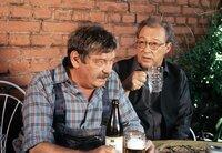 Günther (Wolfgang Winkler, links) und Erwin (Jaecki Schwarz) kriegen sich wegen jeder Kleinigkeit in die Wolle...