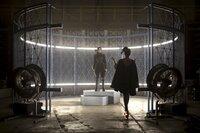 """Mit Hilfe von wird Katniss (Jennifer Lawrence) zum Symbol der Aufstände. Schafft sie es als """"Mockingjay"""", die Freiheit für ihren Distrikt  zu erkämpfen?"""