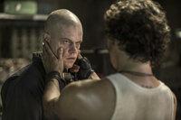 Max (Matt Damon, l.); Spider (Wagner Moura, r.)