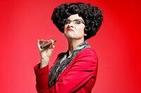 Das Zelt - Comedy Club Helga Schneider SRF/zVg