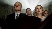 Die Macht des Bösen Jason Clarke als Reinhard Heydrich, Rosamund Pike als Lina Von Osten SRF/SquareOne Entertainment