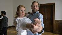 Der Tango ist pure Leidenschaft - merken Christian Scherzer (Christian Erdmann) und seine Frau Yvonne (Winnie Böwe).