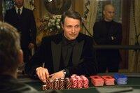 Le Chiffre (Mads Mikkelsen) riskiert mit diesem Einsatz sein Leben.