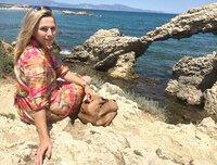 """Moderatorin Andrea Grießmann entdeckt die """"wilde Küste"""", die Costa Brava, im Nordosten Spaniens, die entgegen dem Klischee von Bettenburgen und Partymeile, ein herrliches Ziel für ganz individuelle Reisen ist."""