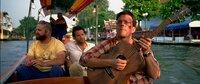 Eigentlich hatte Stu (Ed Helms, r.) nach den schrecklichen Erlebnissen in Las Vegas nur einen Brunch als Junggesellenabschied geplant, doch da hat er die Rechnung ohne Alan (Zach Galifianakis, l.) und Phil (Bradley Cooper, M.) gemacht ...
