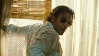 Wacht zusammen mit Alan, Stu und dem Kriminellen Mr. Chow in einem schäbigen Hotelzimmer auf - ohne Erinnerungen an die letzte Nacht: Phil (Bradley Cooper) ...