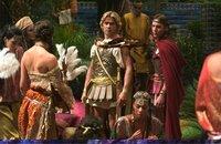 Erobern ein Weltreich: Alexander der Große (Colin Farrell, M.) und sein Heerführer Cassander (Jonathan Rhys-Meyers, r.) ...