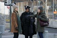 (v.l.n.r.) Michaela Stone (Melissa Roxburgh); Captain Bowers (Andrene Ward-Hammond); Louanne (Sheri Effres)