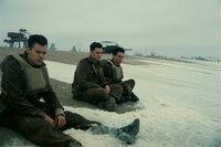 Dunkirk (Dünkirchen) Harry Styles als Alex, Aneurin Barnard als Gibson, Fionn Whitehead als Tommy. SRF/Warner Bros.