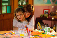 Jela (Annette Frier, r.) hat nur noch einen Wunsch: Sie will den 10. Geburtstag ihrer Tochter Lucy (Emma Schweiger, l.) in sechs Wochen mitfeiern. Solange muss der Tod auf sie warten ...