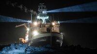 """Es ist die größte Arktis-Expedition aller Zeiten: Im September 2019 macht sich der deutsche Eisbrecher """"Polarstern"""" auf den Weg und driftet eingefroren für ein Jahr durch die Eiswüste nahe des Nordpols. An Bord: die besten Wissenschaftler ihrer Generation. Ihre Aufgabe: Daten sammeln – über den Ozean, das Eis und die Atmosphäre. Die Mission: den Klimawandel verstehen. Die Corona-Pandemie stellt die Crew vor zusätzliche Herausforderungen. - Der Dokumentarfilm liefert eine spektakuläre Nahaufnahme der """"MOSAiC""""-Expedition des Alfred-Wegener-Instituts, Helmholtz-Zentrum für Polar- und Meeresforschung (AWI). Er wird produziert von der UFA Show & Factual in Kooperation mit dem rbb, NDR und HR für Das Erste. - In der Dunkelheit der Polarnacht bieten die mächtigen Scheinwerfer der Polarstern zuverlässige Orientierung - vor allem für jene Forschenden, die weit draußen auf dem Eis arbeiten."""