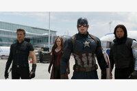 The First Avenger - Civil War Jeremy Renner als Clint Barton/Hawkeye, Elizabeth Olsen als Wanda Maximoff/Scarlet Witch, Chris Evans als Steve Rogers/Captain America, Sebastian Stan als Bucky Barnes Winter Soldier SRF