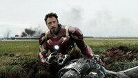 The First Avenger - Civil War  Robert Downey Jr. als Tony Stark/Iron Man, Don Cheadle als Lieutenant James Rhodes/War Machine (liegend)  SRF/