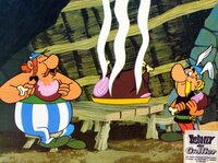 Aster (re.) und Oberlix (li.) lassen es sich schmecken. Noch wissen sie nicht, dass die Römer ihnen auflauern.