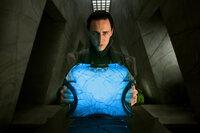 Er ist sich nicht sicher, welche Rolle er im Palast spielt und welche Rolle er in Zukunft spielen soll: Loki (Tom Hiddleston) ...