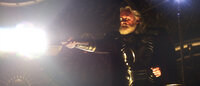 Als amtierender König demonstriert Odin (Anthony Hopkins) seine Macht und verspricht, dem ersten Würdigen die Mächte seines Sohns Thor zu geben. Für Thor eine riesige Herausforderungen ...