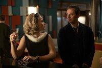 Freddy (Trystan Pütter) kehrt aus London zurück, um sich um Monika (Sonja Gerhardt) zu kümmern.