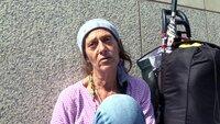 Alicia (Foto) weiß nur zu gut, wie schwer es ist, dem Frankfurter Bahnhofsviertel zu entkommen. Seit fast 35 Jahren nimmt sie Drogen. Um ihren Konsum zu finanzieren, geht Alicia jeden Tag anschaffen. Jetzt möchte sie einen Entzug machen.