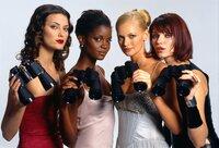 Jade (Shalom Harlow, li.), Holly (Tomiko Fraser, 2.v.li.), Candi (Sarah O'Hare, 2.v.re.) und Roxana (Ivana Milicevic) sind Models und haben Amanda in ihre WG aufgenommen..Jade (Shalom Harlow, li.), Holly (Tomiko Fraser, 2.v.li.), Candi (Sarah O'Hare, 2.v.re.) und Roxana (Ivana Milicevic) sind Models und haben Amanda in ihre WG aufgenommen..