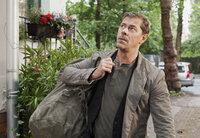 Nach Jahren der Abwesenheit kehrt Vincent (Sven Martinek) überraschend nach Hause zurück.