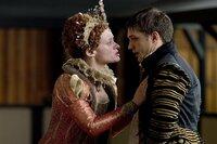 Queen Elizabeth I (Anne-Marie Duff) und Robert Dudley (Tom Hardy)