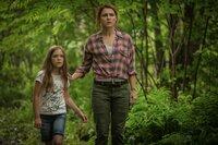 Ellie (Jeté Laurence, l.); Rachel (Amy Seimetz, r.)