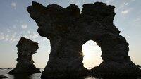 Raukare sind natürliche Kalksteinskulpturen - hier auf der kleinen Schwesterinsel Farö.