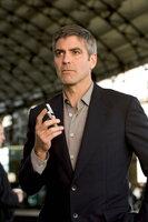 Drei Jahre nach seinem großen Casino-Coup hat Danny Ocean (George Clooney) ein Problem, doch er hat schon eine Lösung parat ...